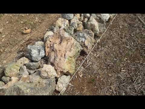 Muro o pared de piedra seca sin cemento . Costruccion sin cemento mas bio y natural casi imposible
