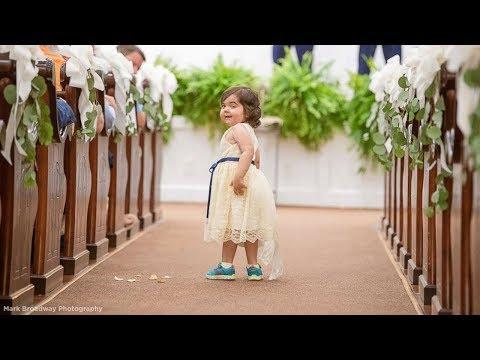 Τρίχρονο κοριτσάκι νικά τον καρκίνο και γίνεται παρανυφάκι στον γάμο της δότριας μυελού των οστών (βίντεο)