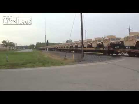 كم سيارة همر يحملها هذا القطار ؟