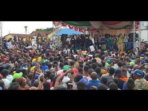 See How Adegbodu twins &PDP fans sings to mock APC at Davido's Uncle Sen.Adeleke PDP Rally in Ilesha