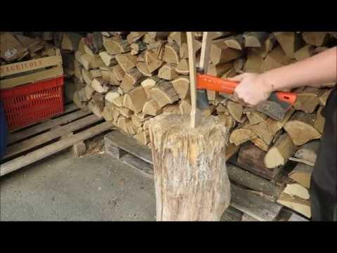 Anfeuerholz herstellen (Vrgarten)