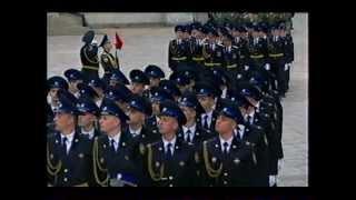 Путин принимает смотр президентского полка.