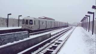 preview picture of video 'IND Ozone Park Line: R46 A Train at 111th St-Greenwood Ave (Ozone Park Bound-Snow)'
