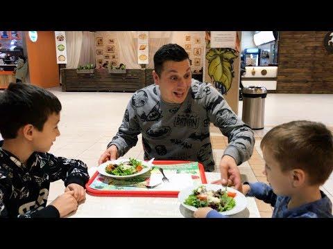 КАК Давид НАУЧИЛ Артура КУШАТЬ Полезную Еду! Идем в РЕСТОРАН ! Для Детей For Kids Children