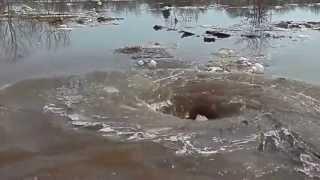 Водоворот в Латвии на реке Даугава смотрим до конца / Amazing monstrous whirlpoo