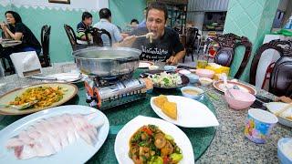 Epic Pomfret Hot Pot!! ULTIMATE THAI CHINESE FOOD! | Best Food in Hat Yai (หาดใหญ่)!