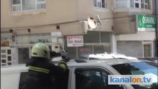 Konya'da karga yavrusunu itfaiye kurtardı!
