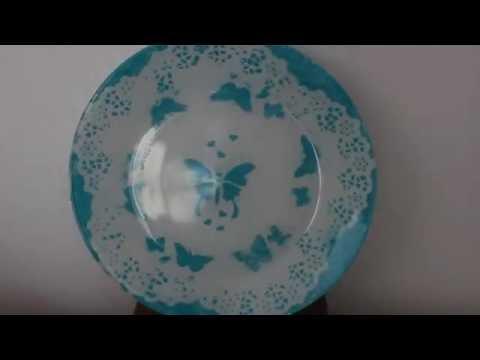 Plato decorado con blondas y esténcil - Decorated plate with doilies and stencils
