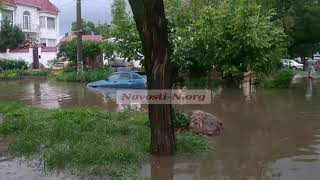 Последствия ливня в центре Николаева: ливневки не справляются, воды по пояс. ВИДЕО