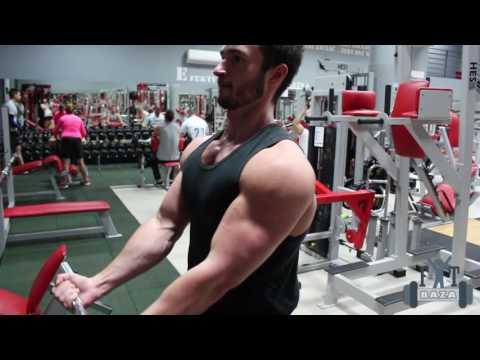 Jak zbudować mięśnie klatki piersiowej kobiety w siłowni