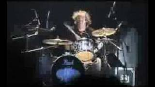 Supergrass, caught by the fuzz,Foos Taylor Hawkins guests!