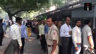 Banks, Post Offices See Long Queues Of People For Exchange Of Rs 500, Rs 1000 Notes