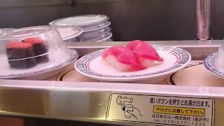 Ресторан (сушибар) с конвейерной подачей блюд в Токио,Япония.)))