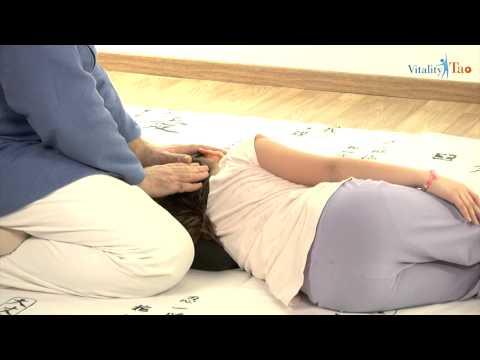Il dorso sotto una pala fa male durante sonno