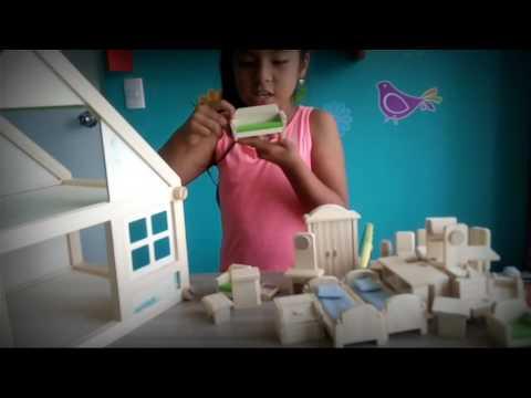 Mi casa de muñecas de madera