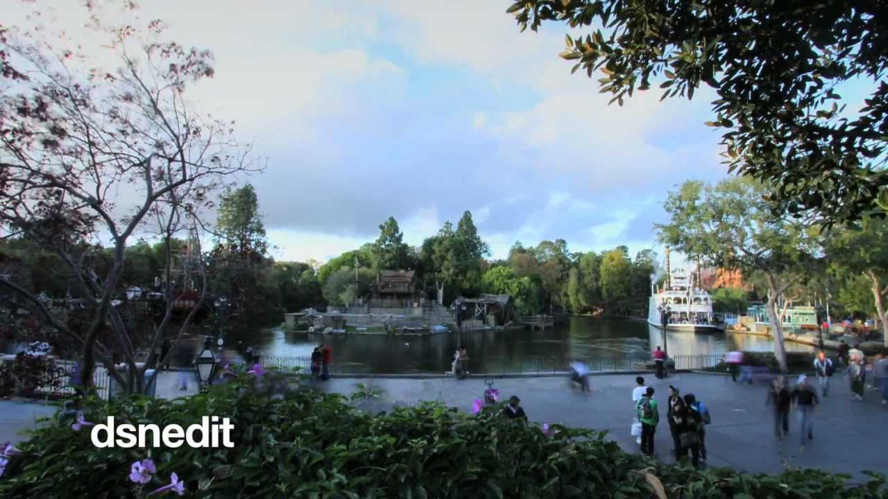30,000 Photos Of Disneyland Went Into This Mesmerising Time-Lapse
