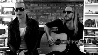 'Die Trying' Acoustic - In the Den