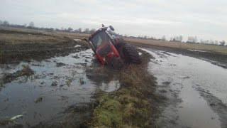 МТЗ 3522 стянуло в канаву. MTZ 3522 Belarus pulled together into a ditch.