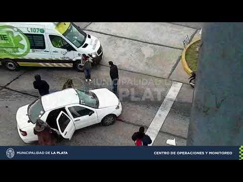 Así fue el fuerte choque entre un auto y una camioneta en Tolosa