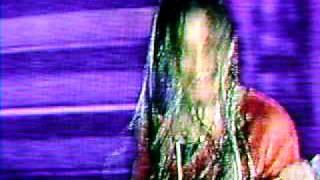preview picture of video 'CAROLINA SABINO-EL AGUACERO(GANADORA  DEL FESTIVAL INTERNACIONAL DE VIÑA DEL MAR 1999)'