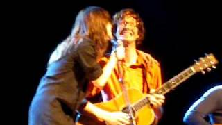 Kings Of Convenience 'Know How' (feat Feist ) - Live @ Le Bataclan (11-11-2009)
