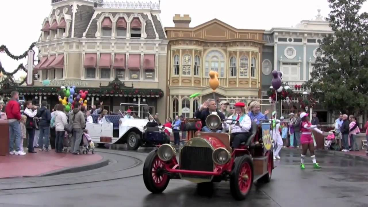 Disney's Honorary Voluntears Cavalcade with the Muppets