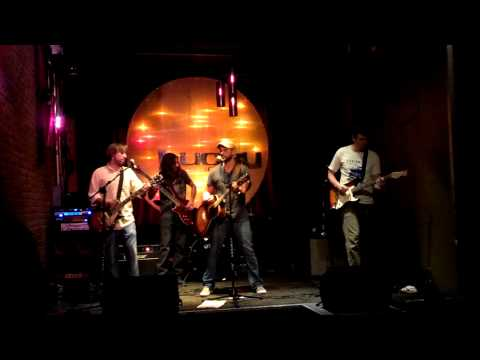 Evening Radio - Broke Not Bent - Live @ Lucky Lounge