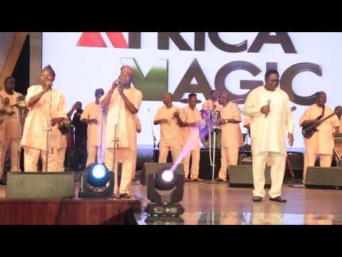 WATCH EBENEZER OBEY PERFORMING HIS OLD TUNE