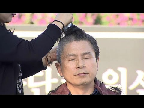 العرب اليوم - شاهد: احتجاج سياسي بحلق الرؤوس في كوريا الجنوبية