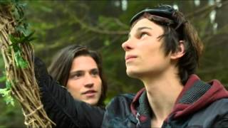 The 100 1x01: We Come Running - Youngblood Hawkes