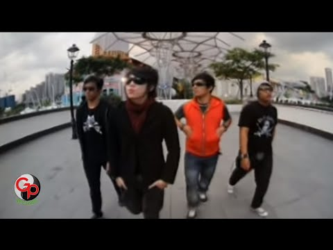 Five Minutes -  Semakin Ku Kejar Semakin Kau Jauh [Official Music Video] Mp3