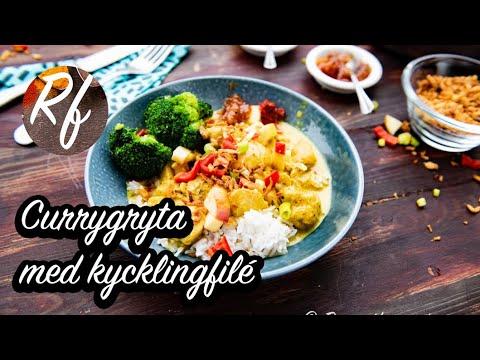 Enkel kycklingcurry gryta med kycklingfilé i krämig currysås smaksatt med currypulver, äpple, lök, vitlök, sambal oelek, buljongtärning samt lite grädde eller kokosmjölk.>
