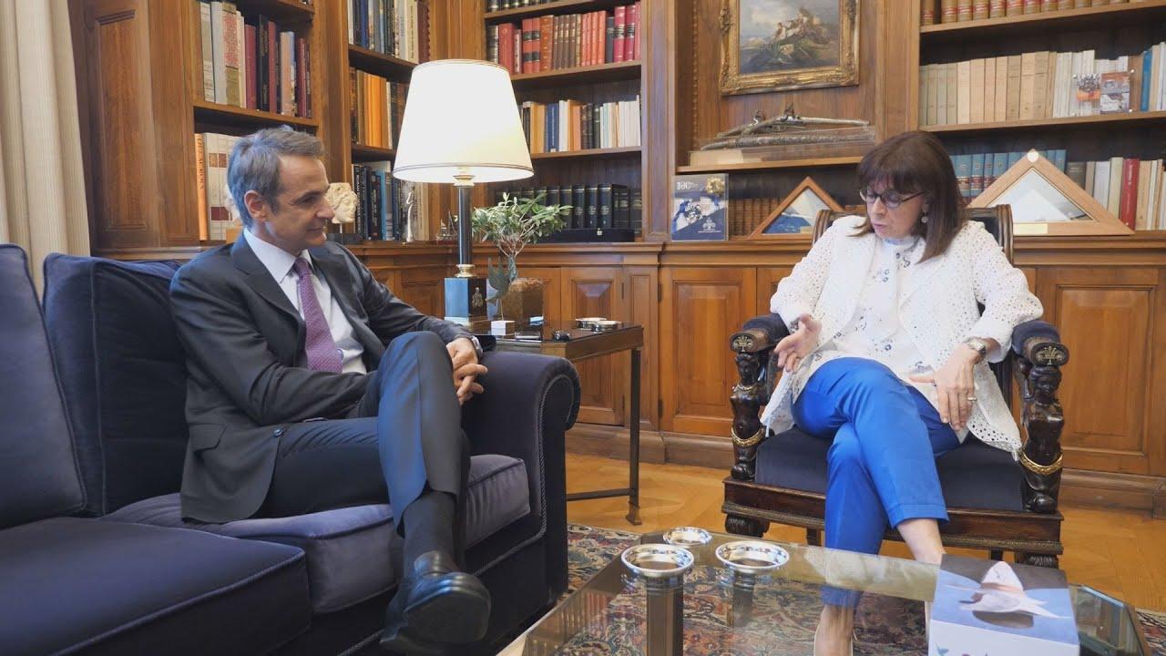 Η πρόεδρος της Δημοκρατίας Κ. Σακελλαροπούλου, συναντήθηκε με  τον πρωθυπουργό