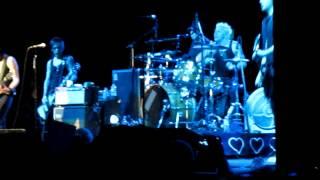 a hundred feet away Joan Jett okc 7-7-2012