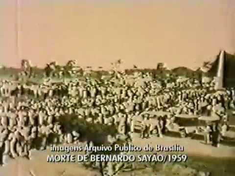 Corpo do engenheiro Bernardo Sayão chega a Brasília, em 1959.wmv