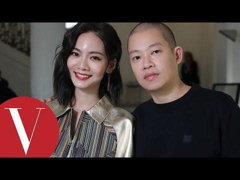 , title : '獨家!曾之喬(喬喬) 訪問Jason Wu吳季剛品牌與Atelier Swarovski 合作共慶十年|VOGUE客座編輯|2018 春夏巴黎時裝週'