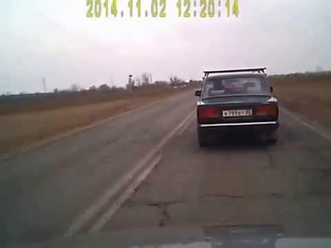 Misslyckad bogsering - Lada drar en trasig Lada