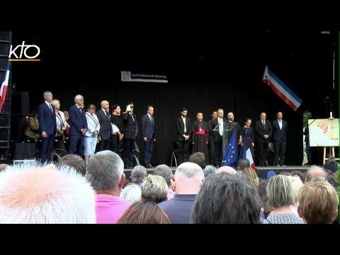 Les habitants rendent hommage au Père Jacques Hamel