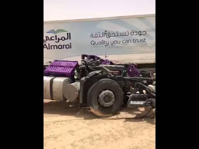 حادث مروع لشاحنة شركة ألبان على أحد الخطوط السريعة