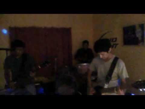 ZOMBIES!! Zombies Everywhere!! - Never Again (Tuning Room) Stop And Drinkz