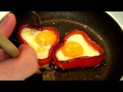 Huevo frito con pimiento, ideal para decorar y acompañar cualquier plato.