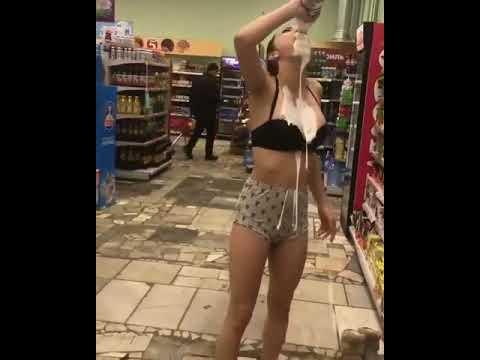 Кефирный душ в магазине на спор