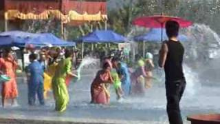 Video : China : Water Splasing Festival at XiShuangBanNa 西双版纳, YunNan province