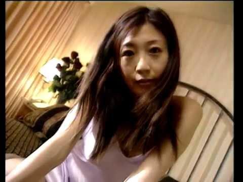 中島史恵 ノーブラで巨乳をブルンブルン揺らしています! 懐かしアイドル動画です。水着アイドル写真館