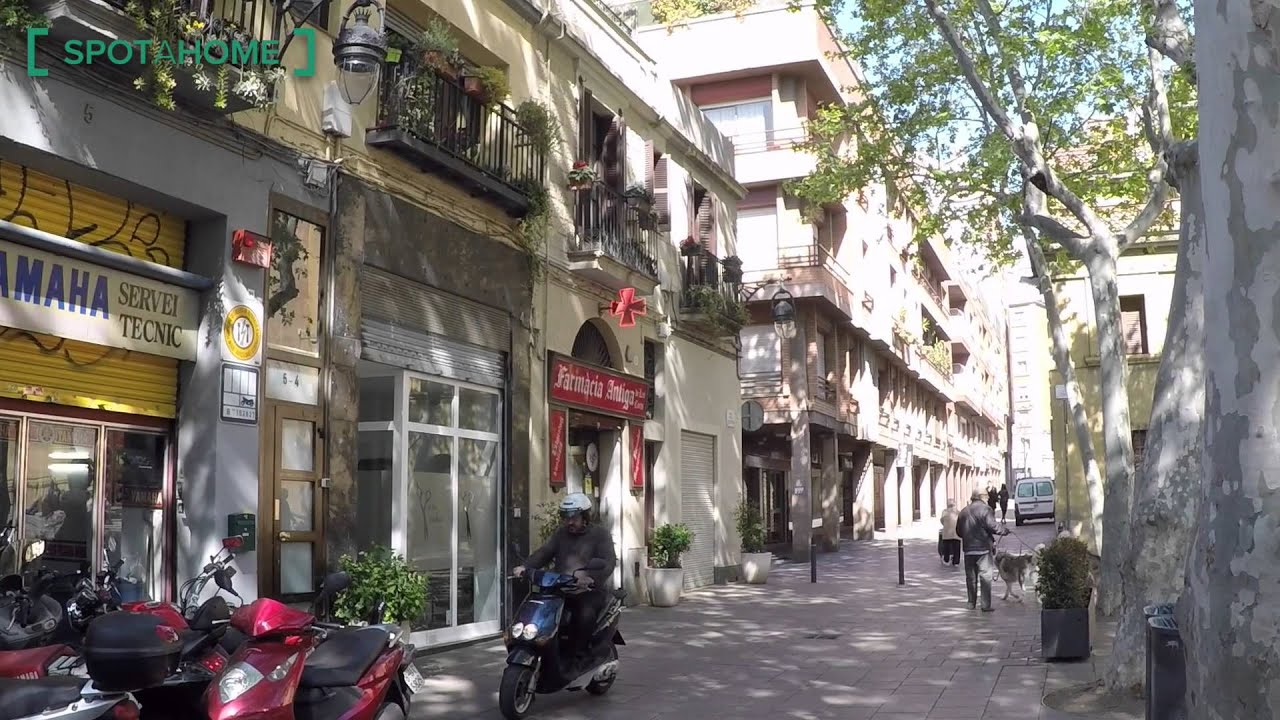 Double bed in Sunny rooms for rent near Polytechnic University in Pedralbes, metro Zona Universitaria