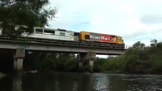 preview picture of video 'Two trains crossing the Kaiapoi River'