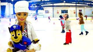 Куклы Барби на катке. Новогодняя сказка. Видео для девочек