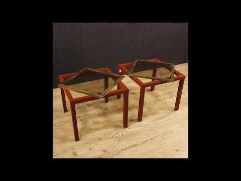 Coppia di tavolini italiani di design in metallo con piano in vetro