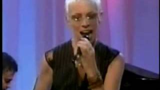Annie Lennox WONDERFUL (TV Performance)
