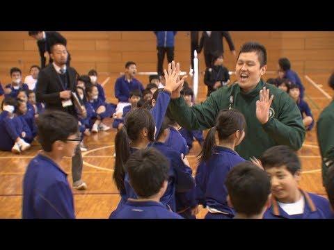 スポーツ通じて人権学んで 中学校でバスケットボール教室